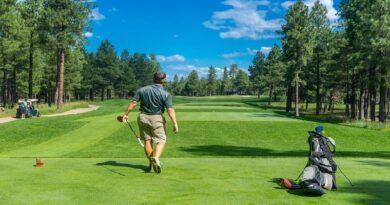 Joueur s'adonnant au golf