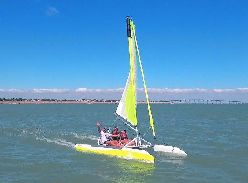 Un catamaran transportable et monté en seulement 15 minutes 3
