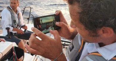 Naviguer puis courir, le concept « Trail & Sail »vient d'être testé par le marin Christopher Pratt et le trailer Sébastien Henri