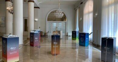 Les maquettes des stades de la coupe du monde au Qatar exposées à l'Intercontinental Carlton de Cannes