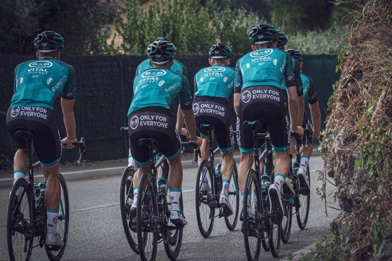 Via son équipe cycliste, B&B Hotels fait découvrir les régions françaises 1