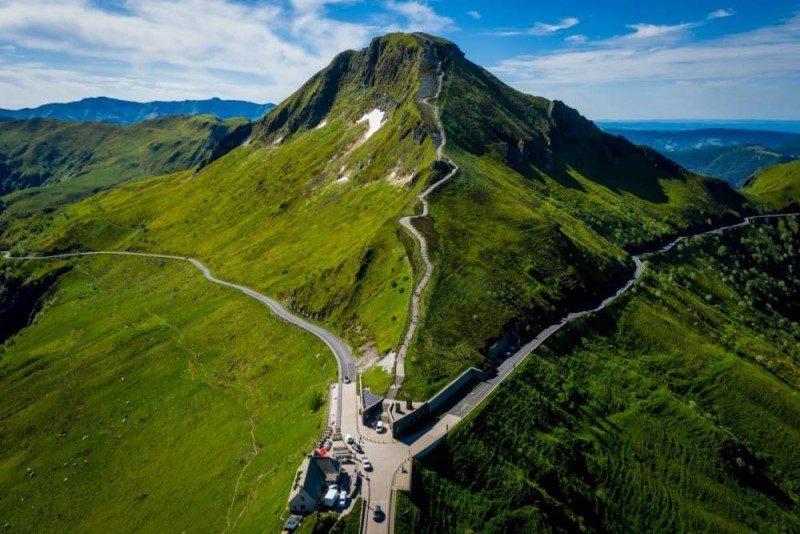 Tour de France 2020. Etape 13 : les volcans d'Auvergne en toile de fond 1
