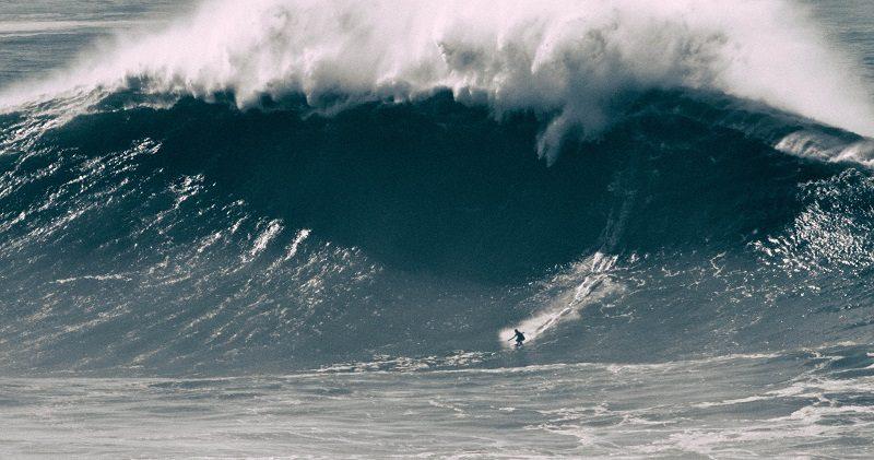"""Vidéo - Au Portugal, à Nazaré, la surfeuse Justine Dupont dompte """"la bombe"""" 1"""