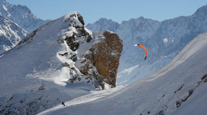 Serre Chevalier Vallée Briançon théâtre d'un exploit en snowkite 1