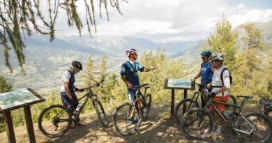 """On se dépayse cet été avec les guides """"Moniteur Cycliste Français"""" (MCF) 4"""