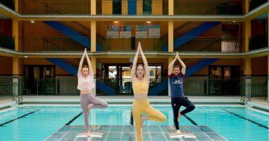 Alessandro Fiorenzi, l'arrière italien du PSG, s'essaie au yoga avec le concours du groupe Accor 6