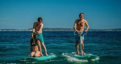Pour glisser sur l'eau en toute quiétude, essayez la trottinette des mers BlueWay 4