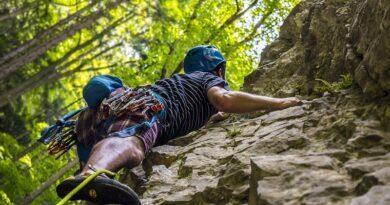 Envie de s'initier à l'escalade, l'alpinisme ou au canyoning ? Pensez aux guides de montagne 9